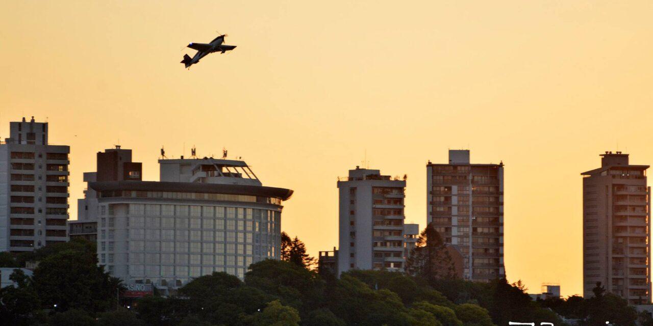 Presencia Acro en la Costanera marcó el inicio del mes Aniversario del Aeroclub.